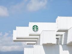 星巴克 Starbucks 全台第一家货柜屋「洄澜门市」开幕抢先看!白色货柜衬着蓝天太美了!