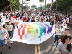 行动力挺「彩虹喜悦」,美式休闲品牌 Gap 大声宣扬「爱的一万种方式」!