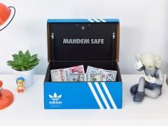 完美伪装的保险箱又来了!Mandem Safe 释出 adidas 系列鞋盒保险箱 Mandem Safe LX