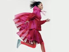 激情与大胆的碰撞!NIKELAB X SACAI为经典运动产品注入女性特质