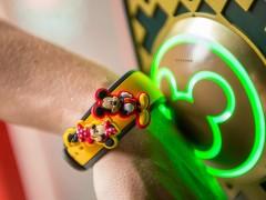 比起接听电话、监测心跳外更实用的穿戴应用!迪士尼魔法手环Magical Wristband计画