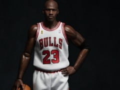 HK-KICKS.COM 10周年 X ENTERBAY 联手打造限量版Michael Jordan公仔