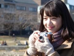 与福士苍汰甜蜜动人恋爱中,一别冷豔形象,小松菜奈献出从影最可爱演出!
