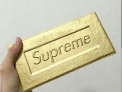本季最令人疑惑的商品话题不断 ! Supreme 砖块推出金色版本 ?
