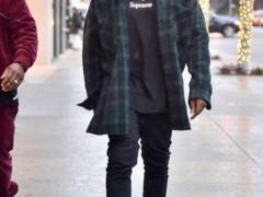 YEEZY BOOST 750 全黑配色 2.0?Kanye West 又穿新鞋?