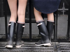 AIGLE x Kitsuné携手调製的法式浪漫血统雨靴及斗篷