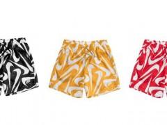 今年夏天就靠这件海滩裤决胜负!NIKE 推出崭新三色「满版 SWOOSH 泳裤」包你清凉一夏!