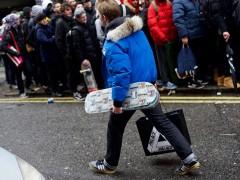 同样盛况空前!Palace Skateboards London 店头排队人潮街拍集锦